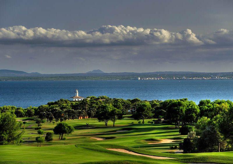 Golf courses in Majorca – ¿Cuándo aparecieron los primeros caddies o carritos de golf?